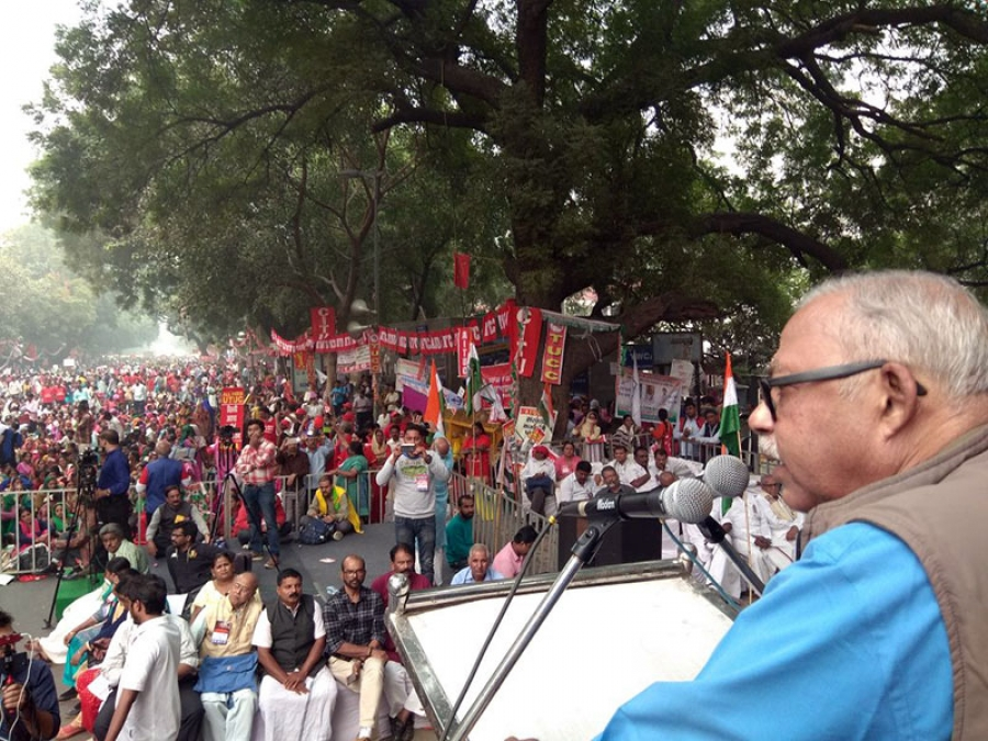 "Lakhs of workers storm Delhi Workers' three days ""MAHAPADAV"" calls for preparation of countrywide indefinite strike,  will organise ""JAIL BHARO"" in January 2018 last week before the Central Budget"